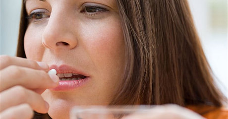Woman medicine pill2